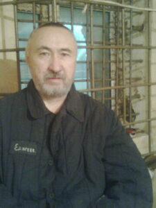 Поэт и политзаключенный Арон Атабек (Едиге) в камере пересыльной тюрьмы г. Астана (Казахстан). Фото: «Википедия»